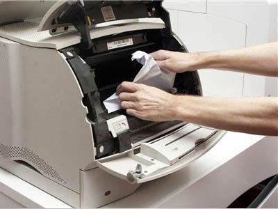 Tôi nghĩ máy in bị kẹt giấy!